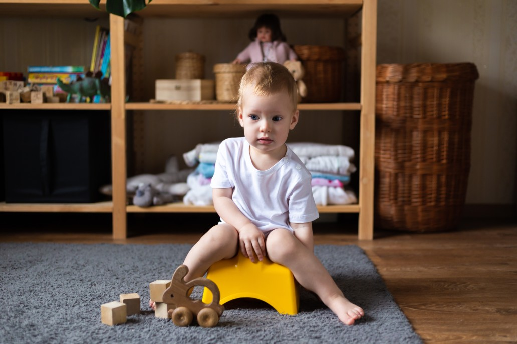Töpfchensitzung im Kinderzimmer